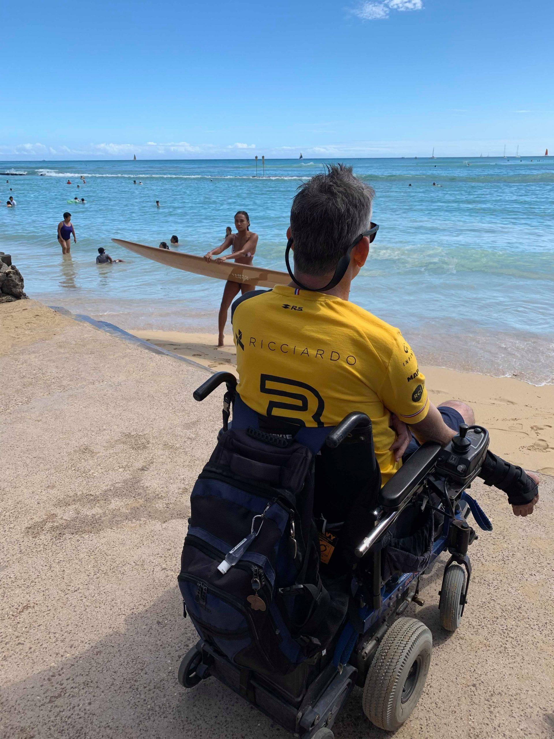 Rollin' into the waves, Hawaiian style